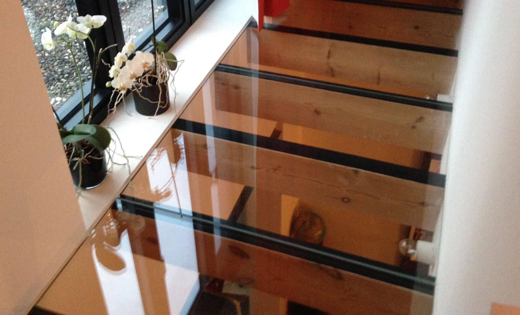 pglas-glazen-vloer-helder-gelaagd-glas-houten-balken