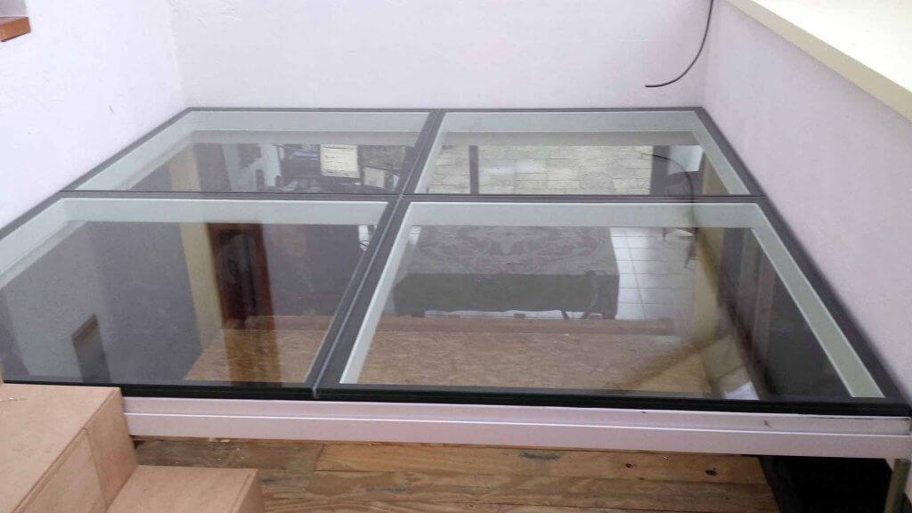Pglas - Glazen vloer helder glas in 4 delen in witte stalen kader 004