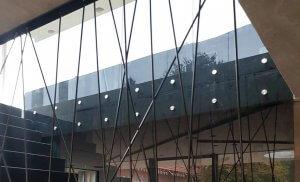 Pglas - glazen balustrade met glasbouten
