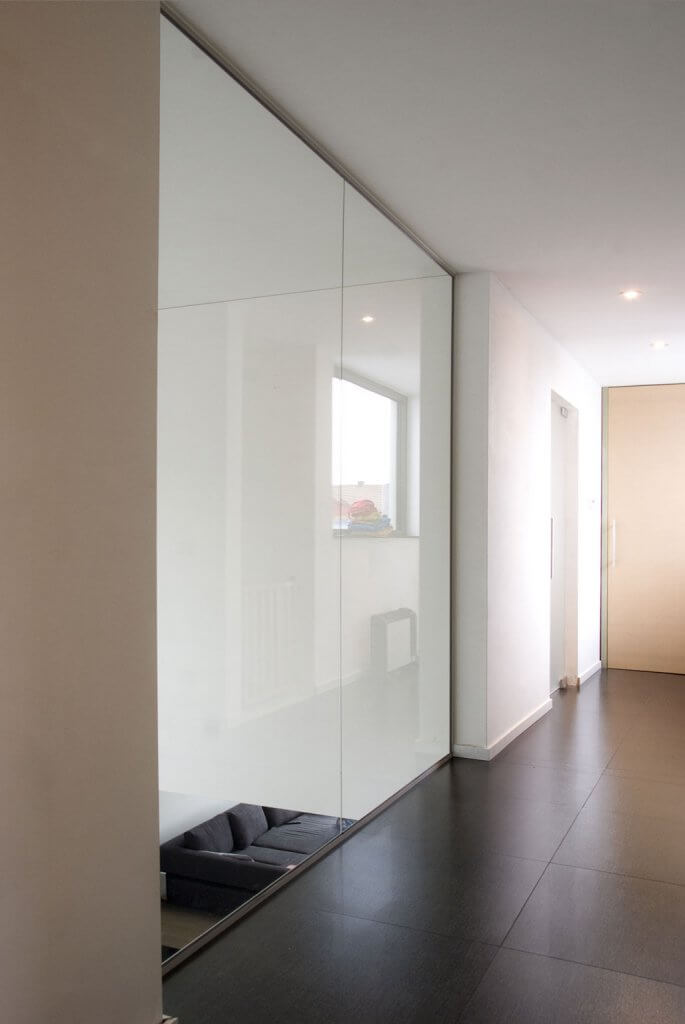 Pglas - Glazen wand in helder glas plafondhoog 004