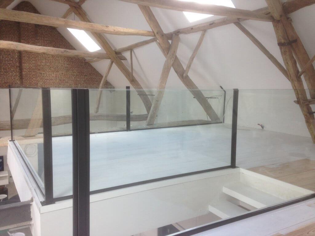 Pglas - Glazen balustrade gelaagd glas opbouw zwarte paaltjes 015