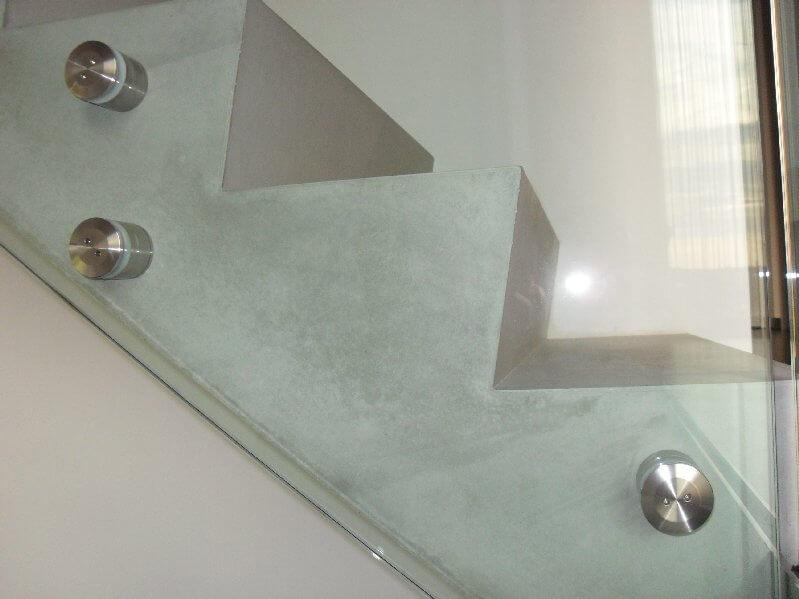 Pglas - Glazen trapleuning-glasbouten helder glas beton 001