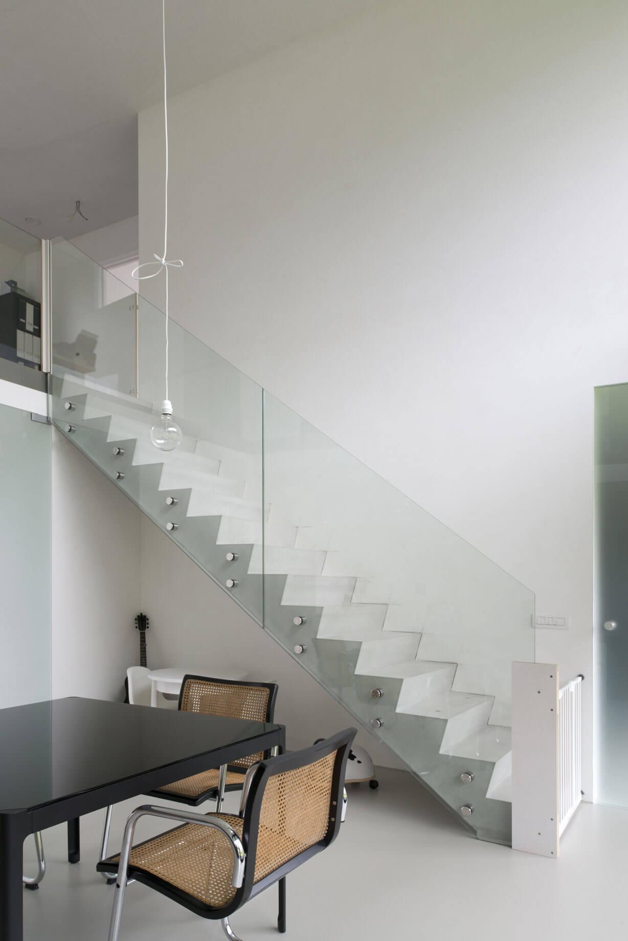 Pglas - Glazen trapleuning-glasbouten helder glas beton 006