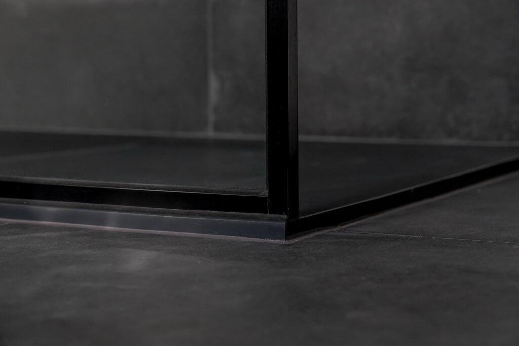 Glazen douchewand in stalen frame met aluminium U-profielen