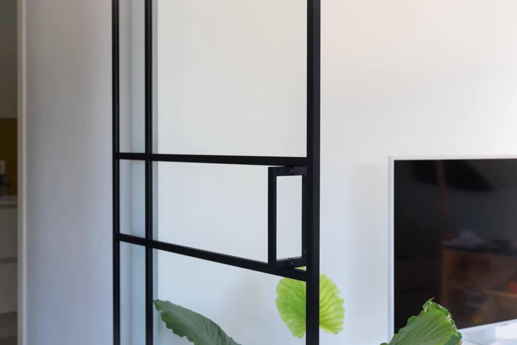Steel look glazen deur met assymetrisch kruis