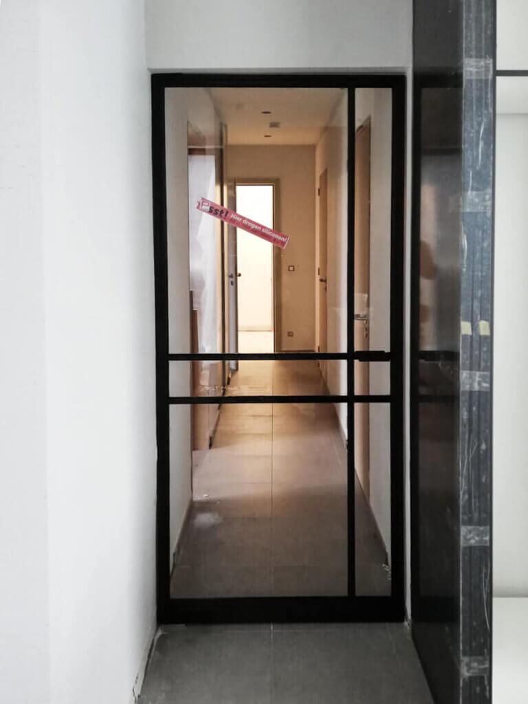 Stalen deur asymmetrisch kruis unica rechte greep