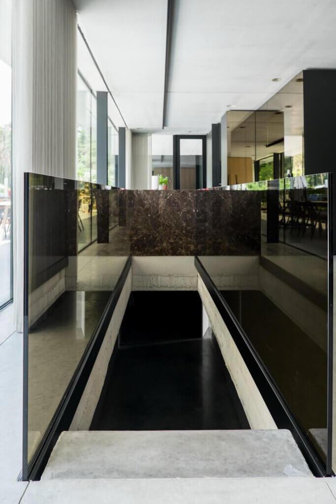 Balustrade brons glas in glasklem