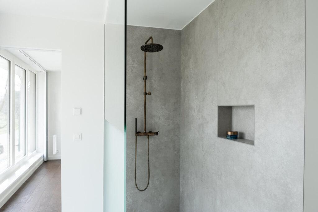 Douchewand plafondhoog helder glas zandstraling