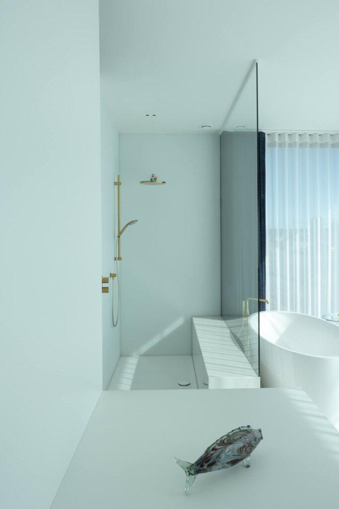 Douchewand plafondhoog timeless glas witte profielen