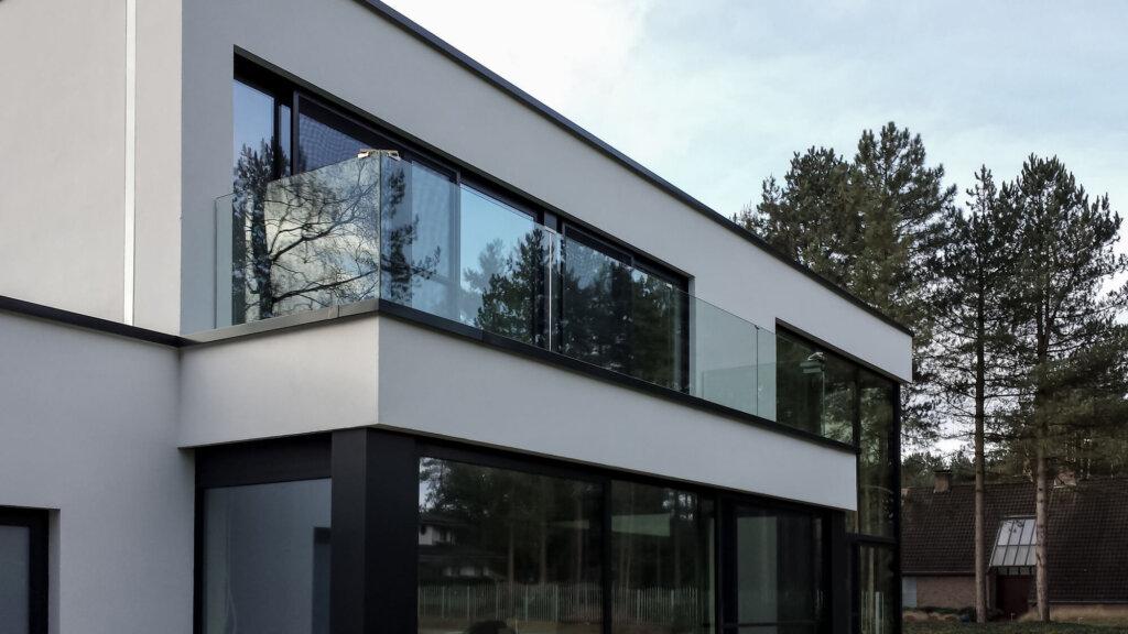 glazen balustrade buiten glasklem gelaagd glas