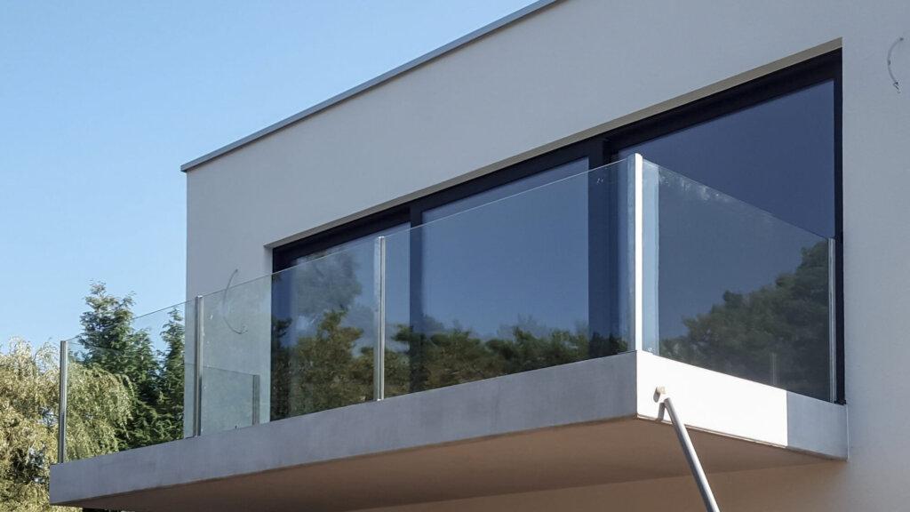 glazen balustrade helder gelaagd glas opbouw inox paaltjes